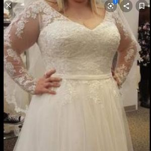 New wedding dress only worn to try on